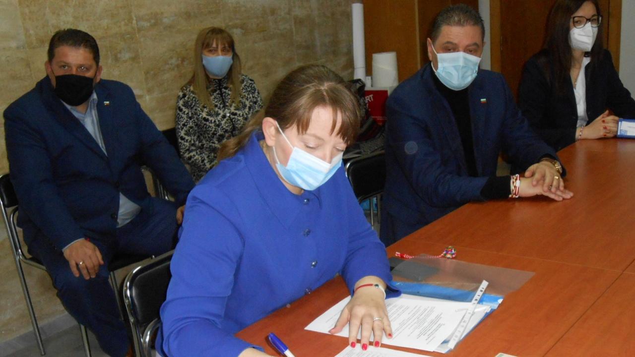 Деница Сачева регистрира листата на ГЕРБ – СДС  с  кандидати за народни представители от Добрич