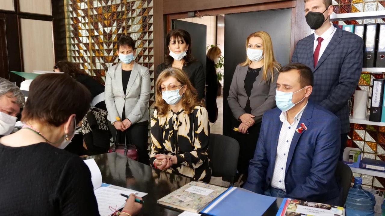 Екатерина Захариева регистрира листата на ГЕРБ в Пазарджик