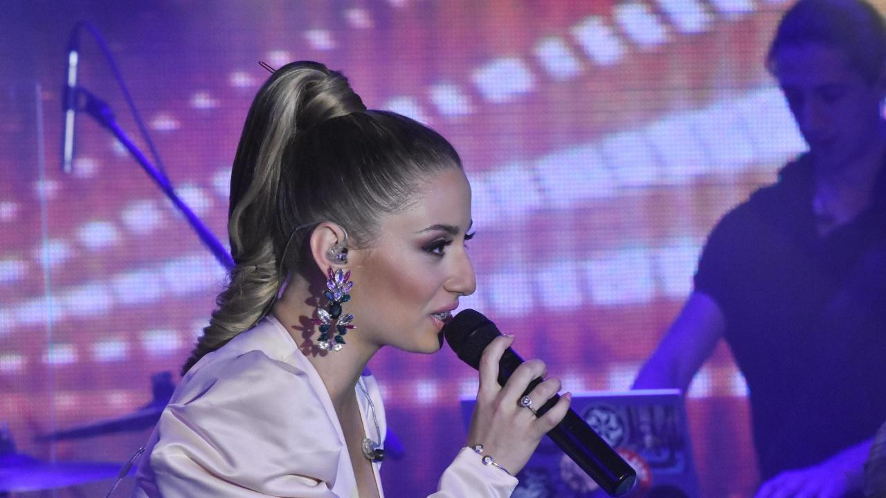 Михаела Маринова изпоти мрежата с кадър по бельо - вижте кой ѝ прави компания