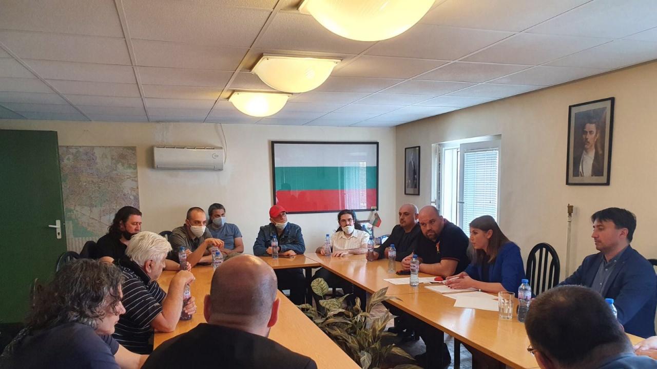 Помощта за бг музикантите: Искрен Веселинов от ВМРО иска извънредно заседание на парламента