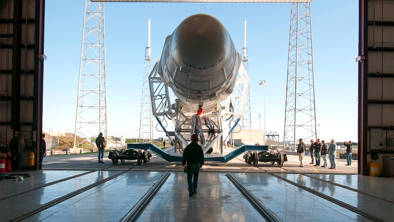 "Спейс екс планира да изстреля нова групировка микроспътници ""Старлинк"""