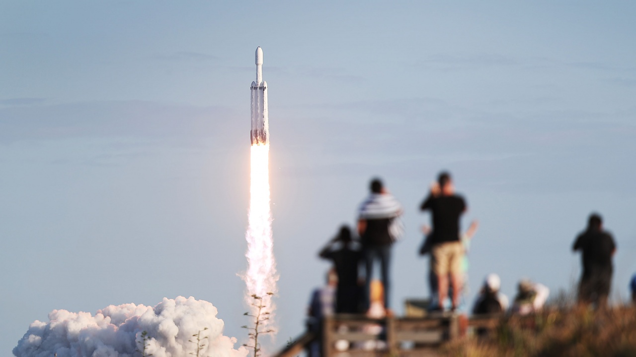 """SpaceX изстреля своята поредна групировка микроспътници """"Старлинк"""""""