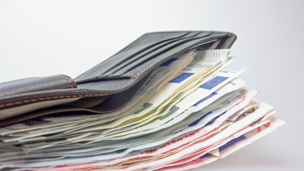 От днес започва изплащането на всички месечни помощи