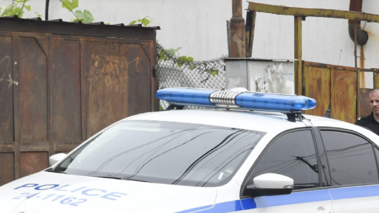 Полицаи посетиха сигнал за домашно насилие, намериха дрога