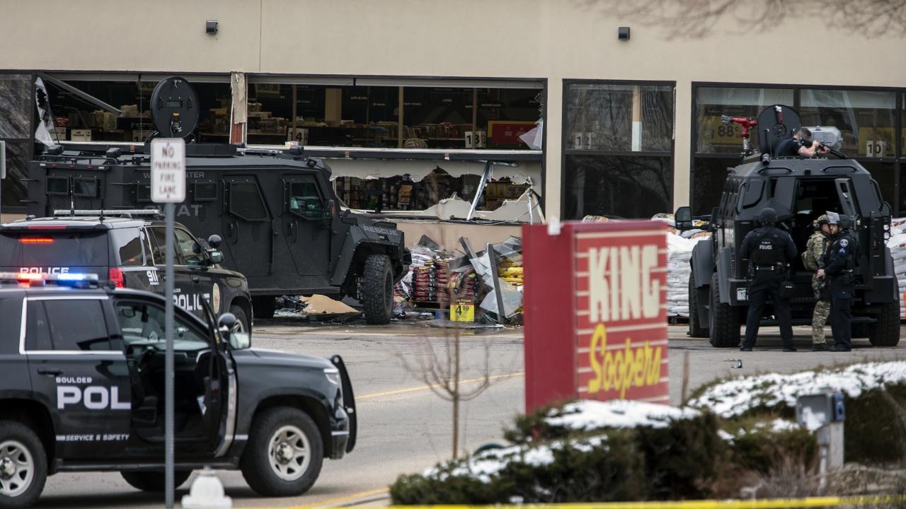 10 души са убити при стрелбата в супермаркет в Колорадо