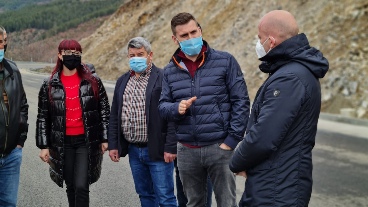 Кандидат-депутатите от ГЕРБ направиха оглед на ремонта на пътя с. Дъбница - с. Вълкосел – с. Сатовча