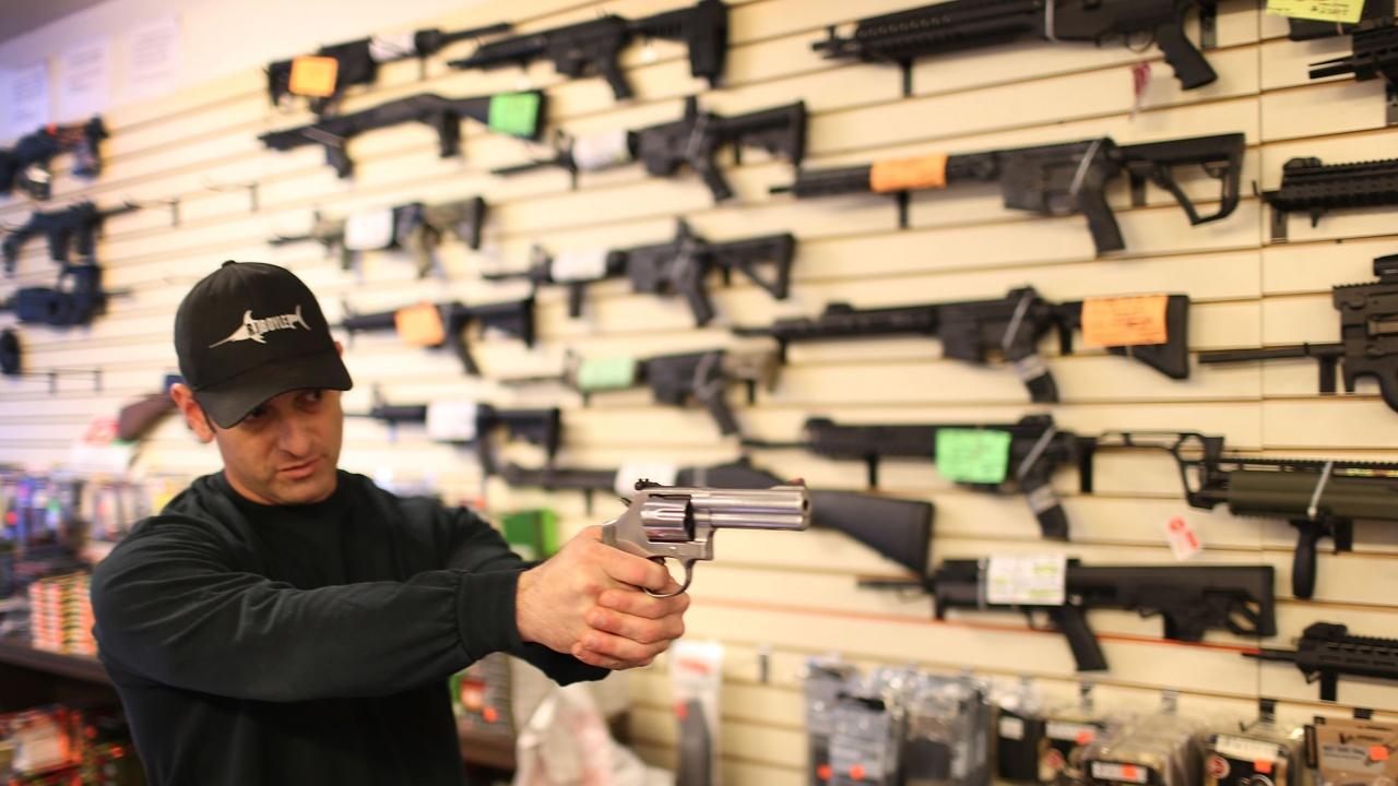 Байдън поиска забрана на автоматичните огнестрелни оръжия
