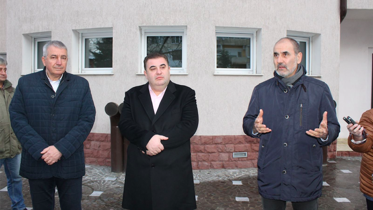 Цветанов и Вълнев: В парламента трябва да се разпределят парите на данъкоплатеца, а не от джипката