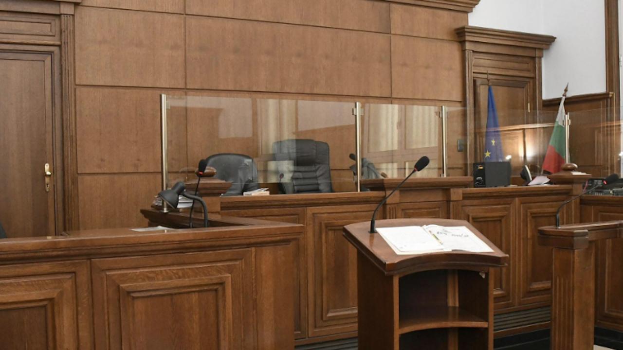 Младеж отива на съд в Русе след шофиране за пореден път без книжка