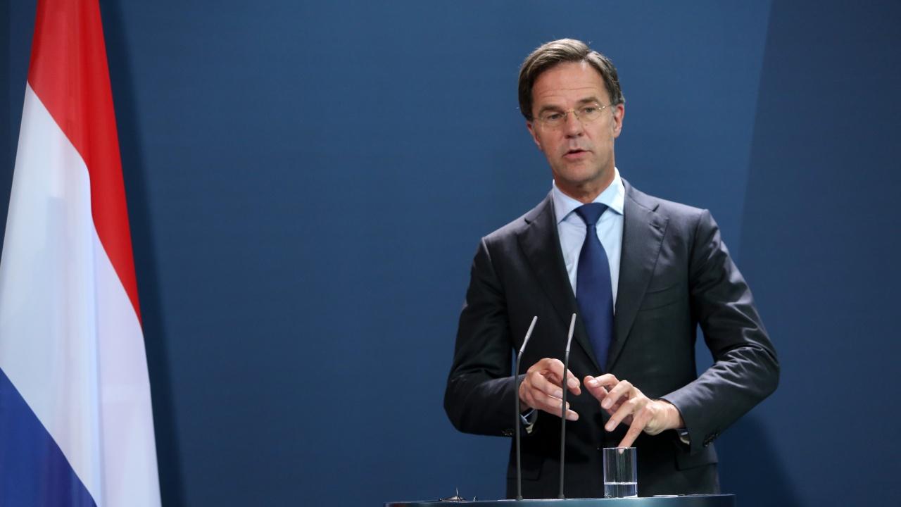 Парламентът на Нидерландия отхвърли вот на недоверие на Марк Рюте