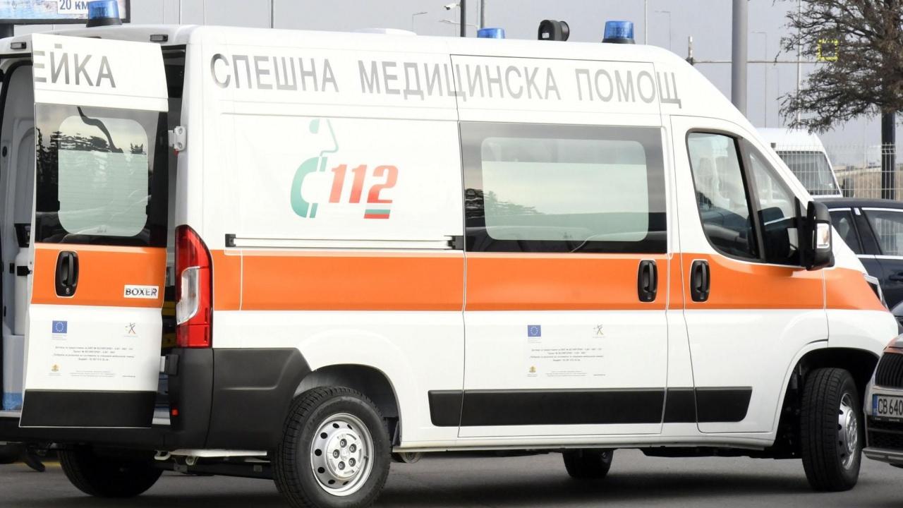 Мъж почина, след като припаднал пред изборна секция