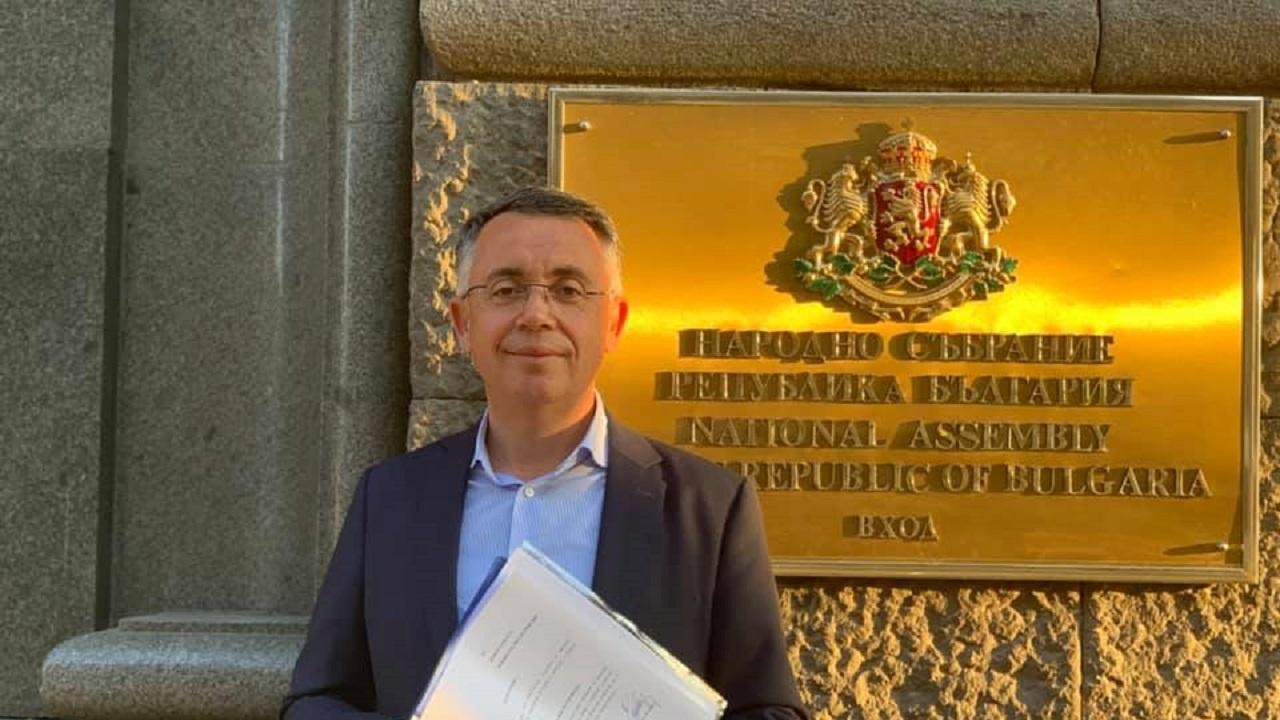 Хасан Азис се отказа от депутатското си място