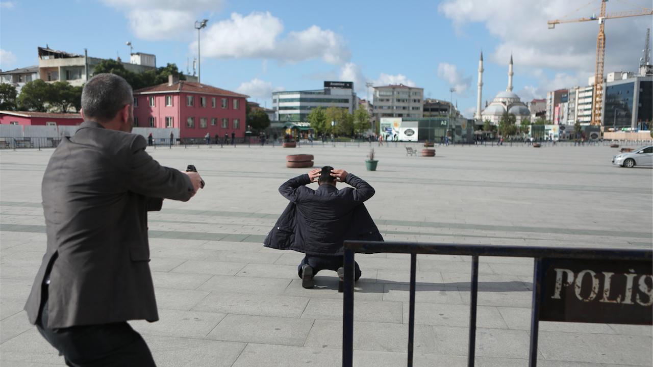 Двама убити и трима ранени при стрелба в адвокатска кантора в Истанбул