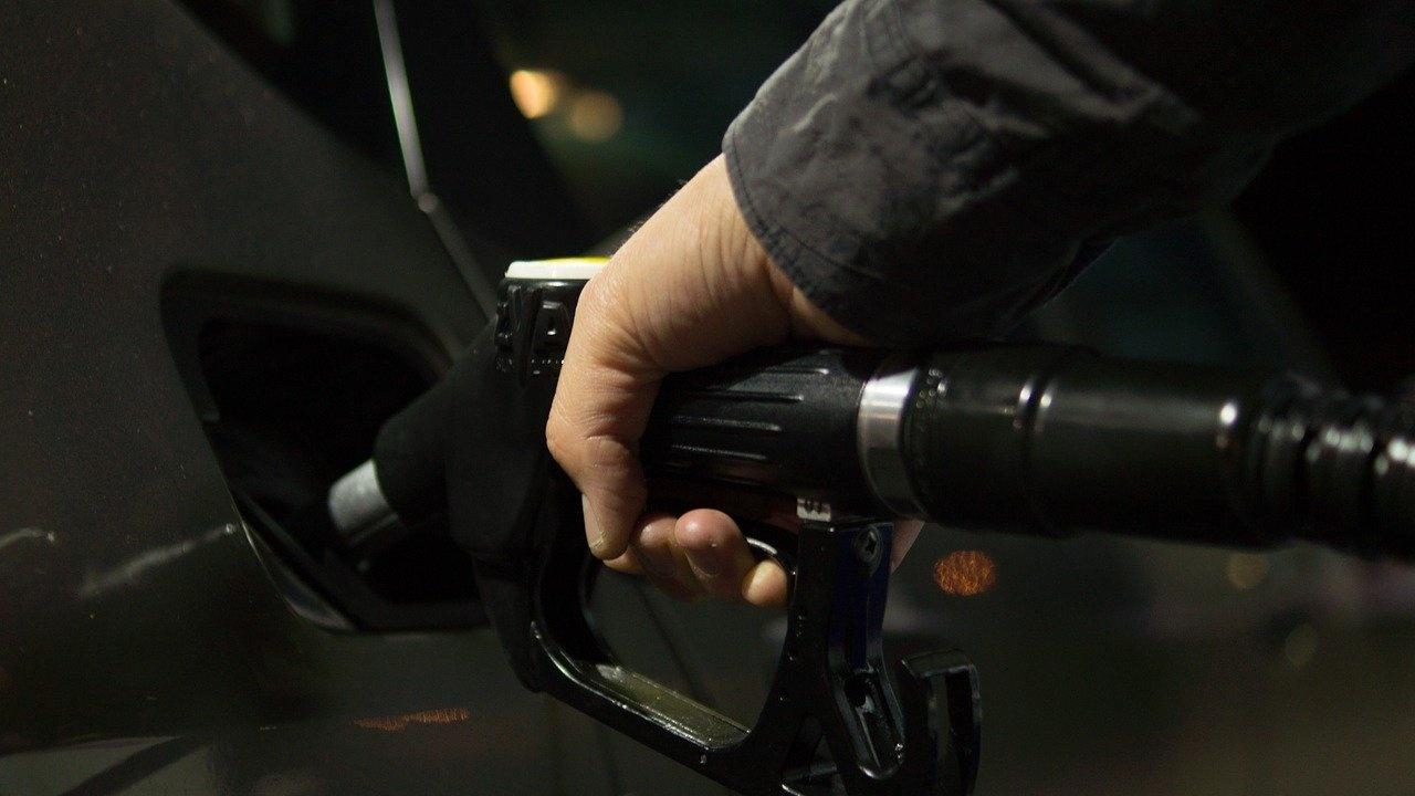 Защо поскъпват горивата?