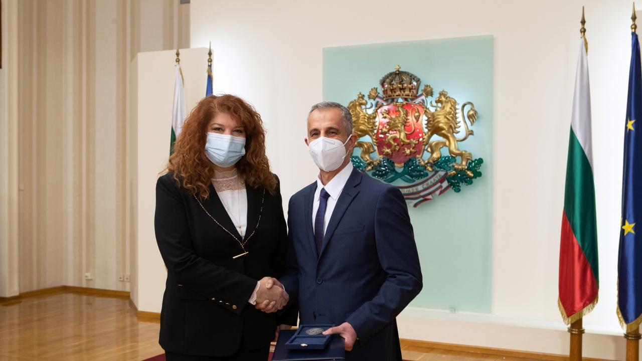Илияна Йотова пожела реформа за здравната ни система, а не камери и телевизионни студиа