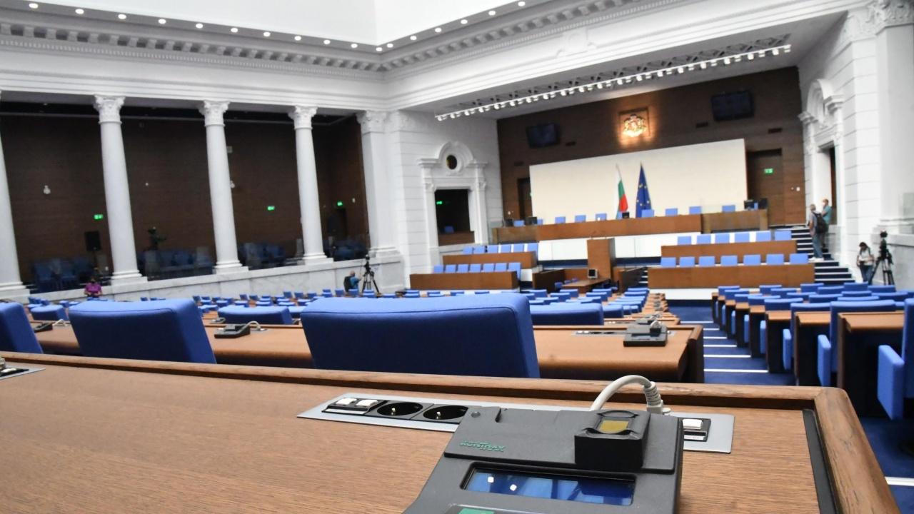 Заради COVID-19 организират виртуални разходки в парламента