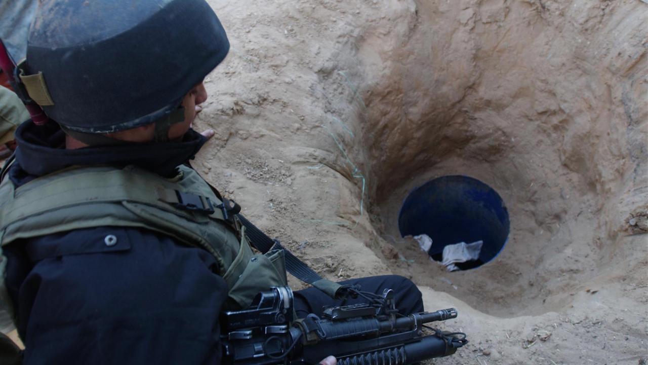 Прехвърляли терористи и мигранти към Турция през таен тунел