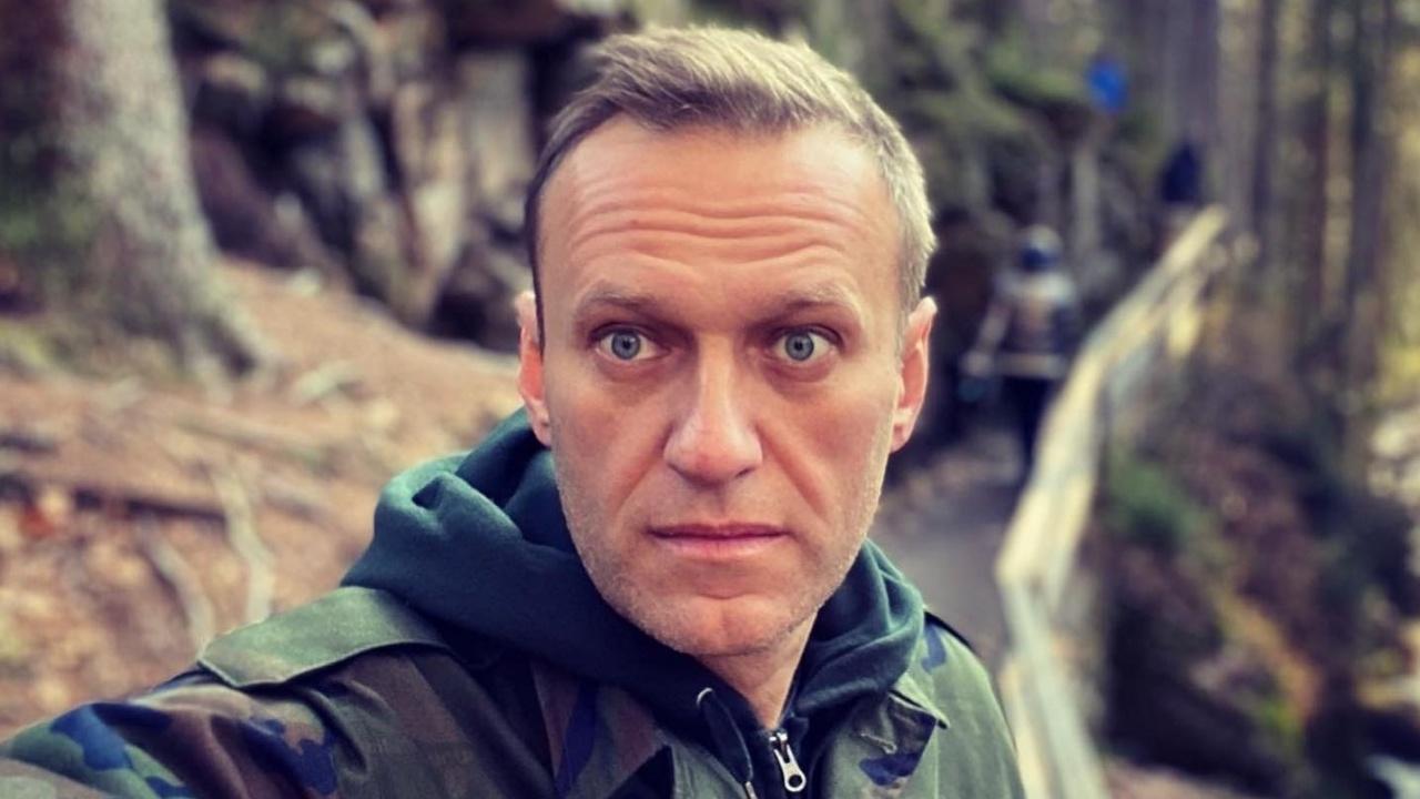 Обявилият гладна стачка Навални е заплашван, че ще бъде хранен насила