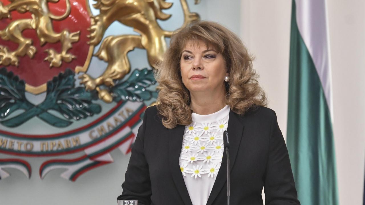 Илияна Йотова отвърна на нападките на премиера за разделението и Радев
