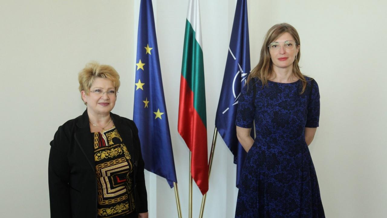 """Захариева обсъди инициативата """"Три морета"""" с посланика на Румъния"""