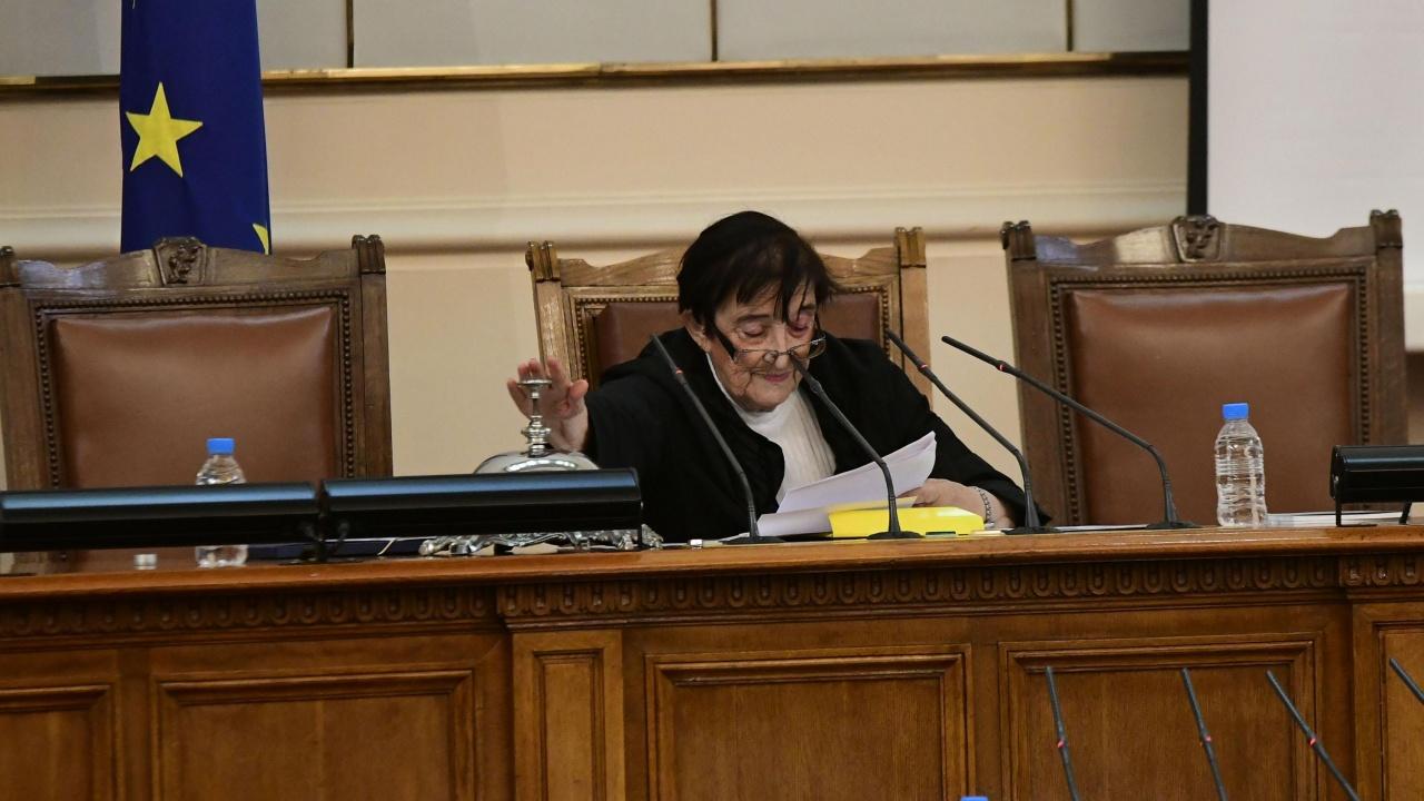 Куриозно начало на новия парламент