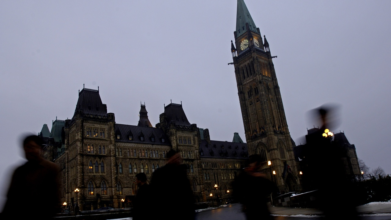 Канадски депутат се появи гол на виртуално заседание на парламента