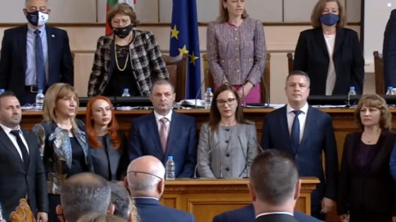 Министрите се отказаха от депутатските места, временно ще имат заместници