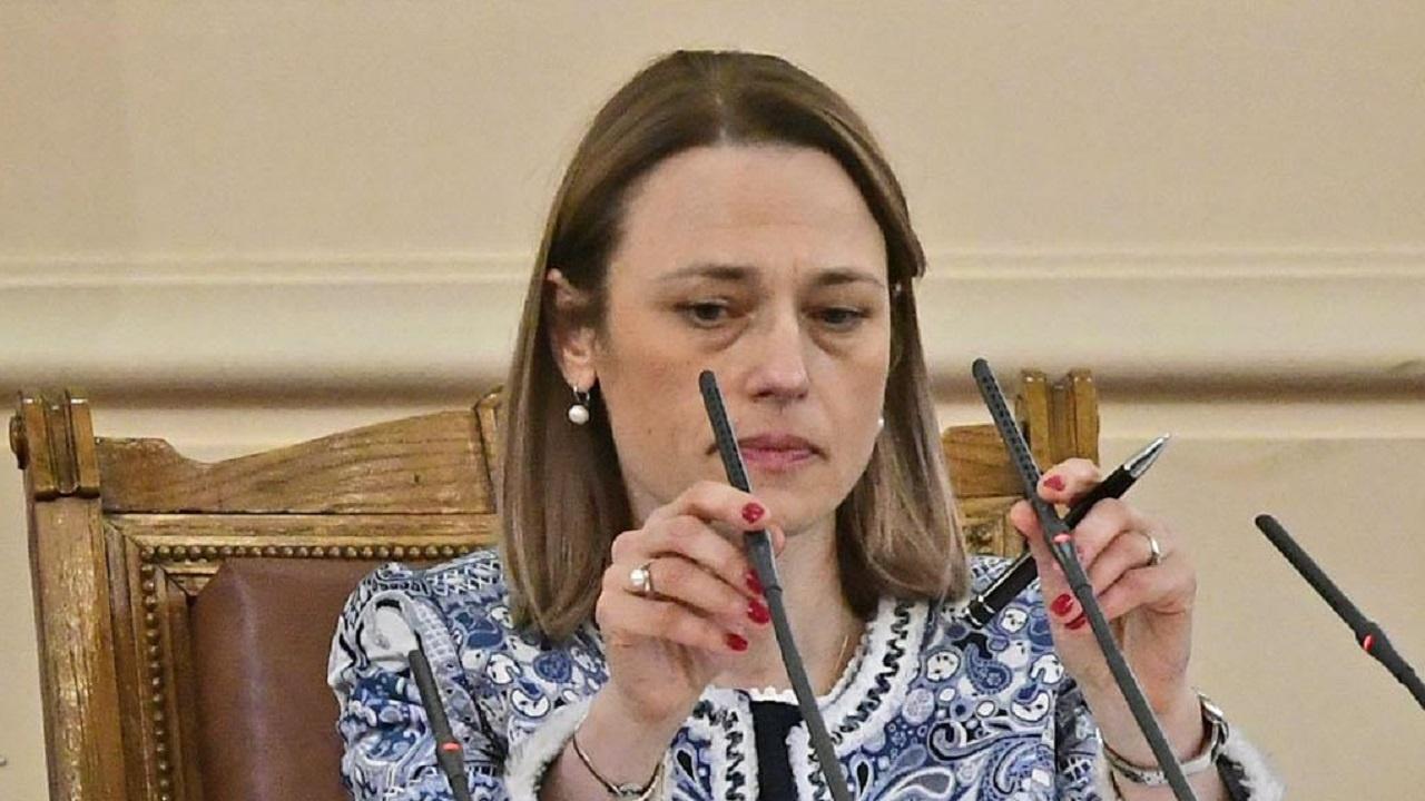 Председателят на НС Ива Митева честити Деня на Конституцията и на юристите