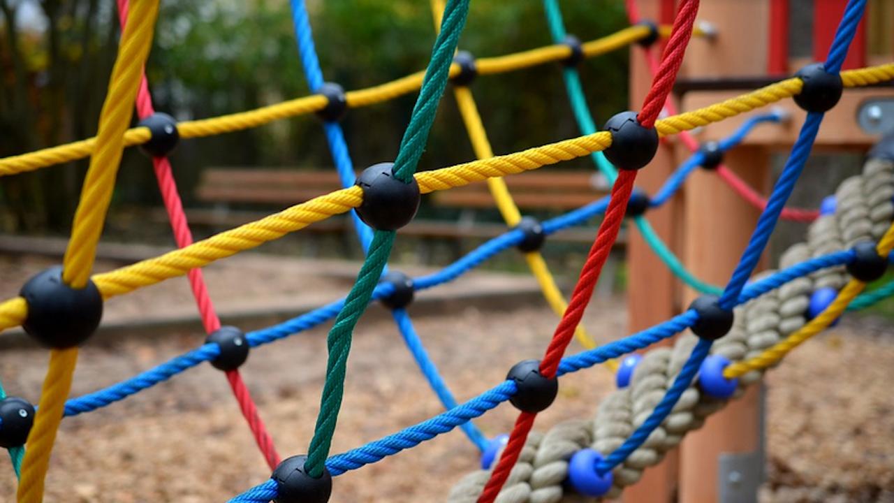 Нова детска площадка очаква децата в Николаево