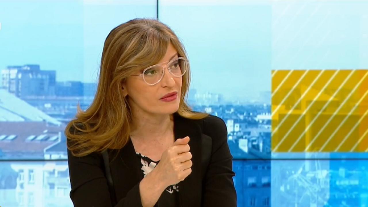 Захариева: Така не бива да изглежда парламентът. Видя се, че новите партии не са отишли да работят