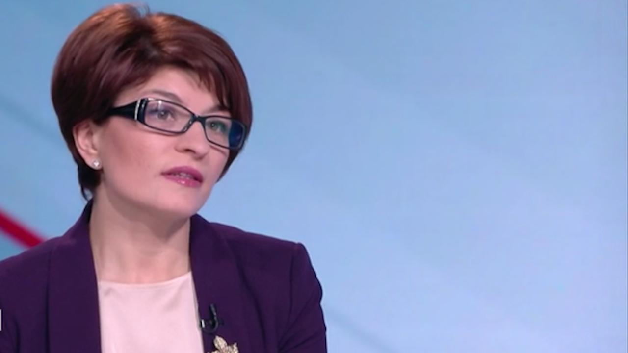 """Десислава Атанасова към """"Има такъв народ"""": Подаваме ви ръка, от какво ви е страх?"""