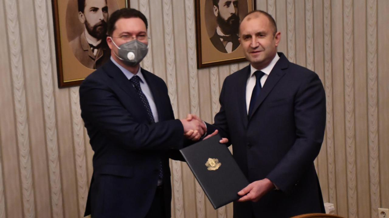 Румен Радев връчи мандат за съставяне на правителство на Даниел Митов от ГЕРБ-СДС
