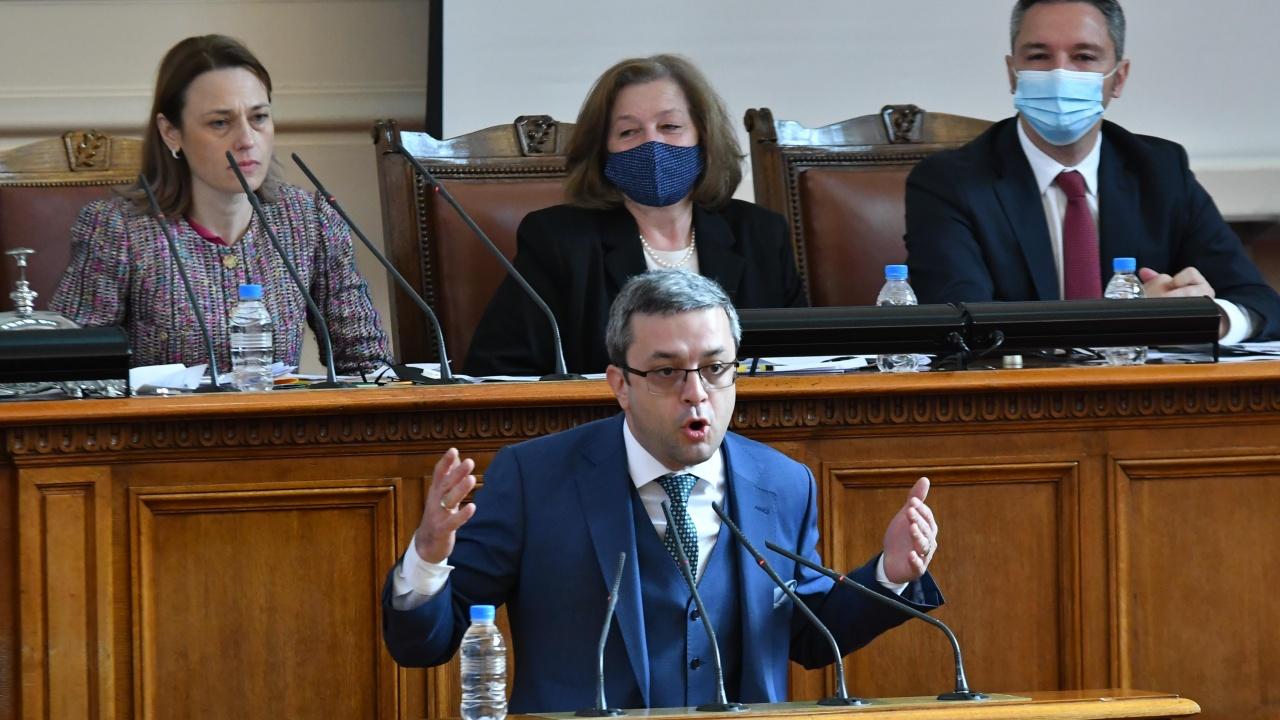 Тома Биков към партиите от протеста: Кога и на каква цена се разбрахте с ДПС?