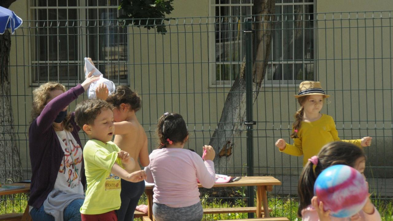 Над 33% от децата в България живеят в риск от бедност