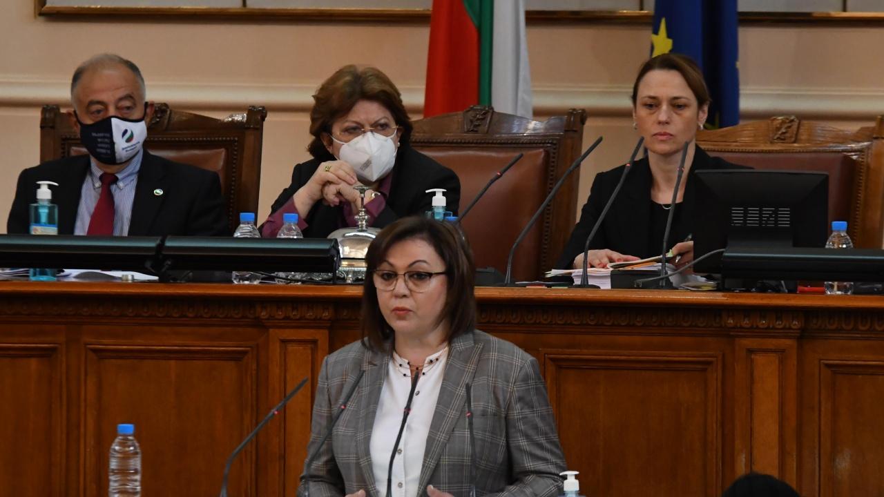 Правната комисия реши да разгледа проекта на Корнелия Нинова за мораториум върху решения на МС