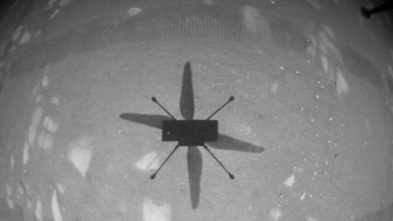 """НАСА изпрати команда на мини-хеликоптера """"Инджинюъти"""" за нов полет над Марс"""