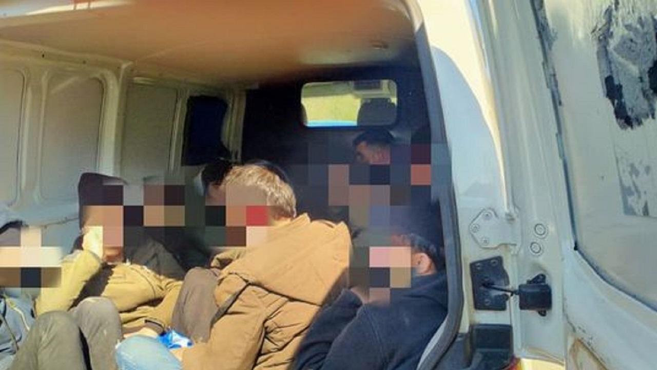 Фалшив инкасо автомобил превозвал сирийците, задържани край Китен