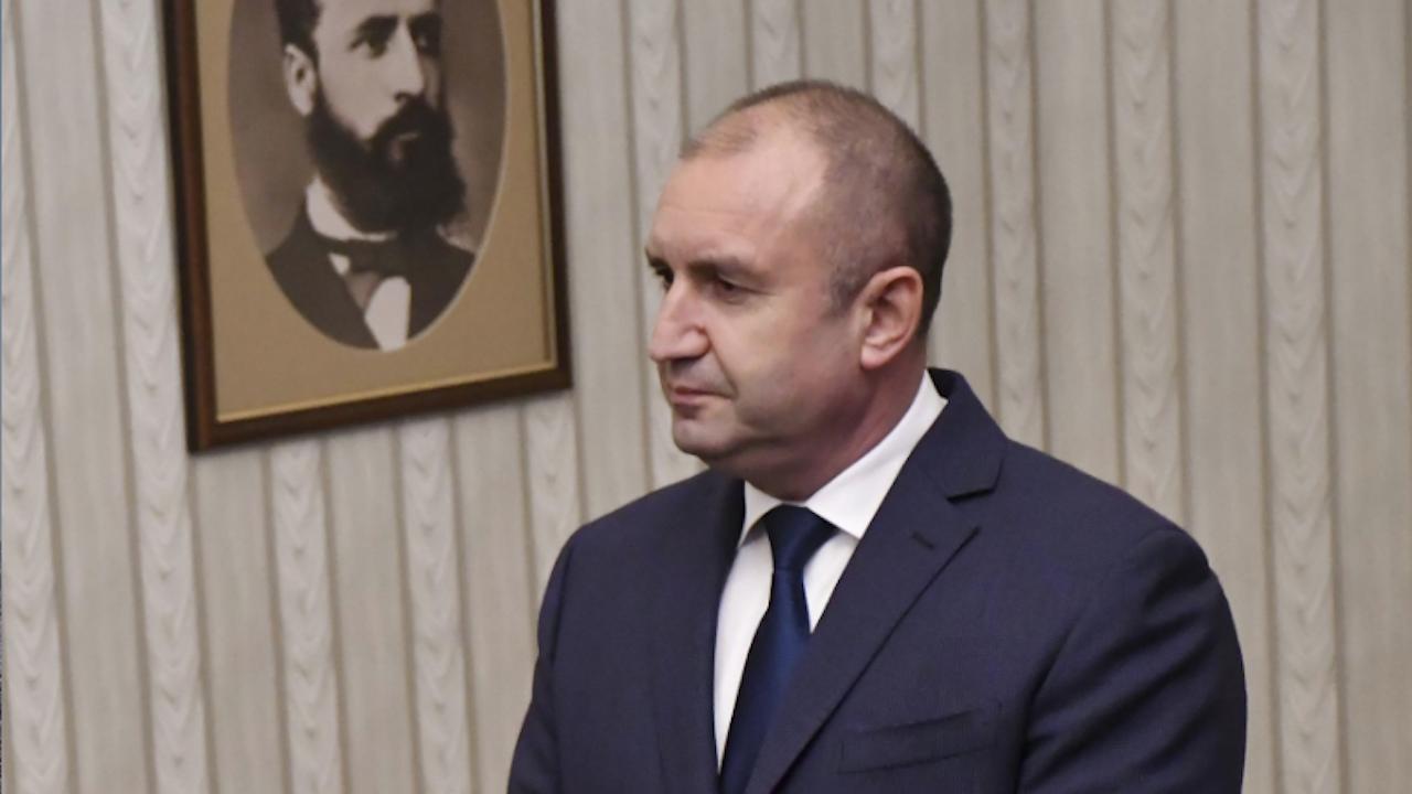 Водещите новини! Радев връчва мандата на партията на Слави Трифонов утре, ДПС и ИСМВ отказаха да подкрепят кабинет на БСП