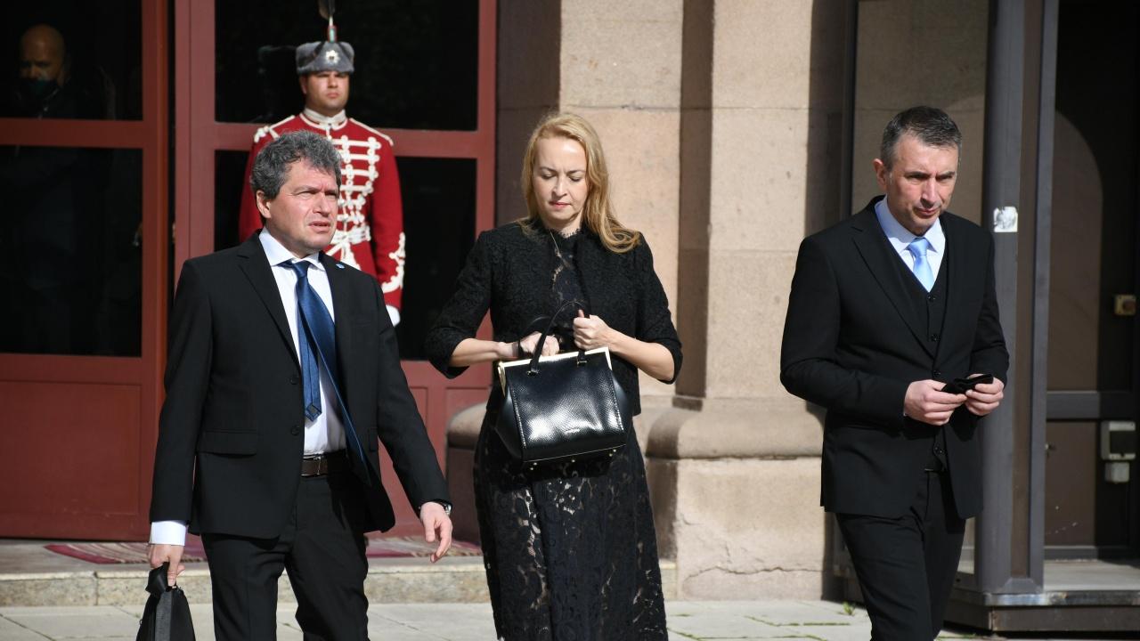Под бурни освирквания и опит да му се сложи фес Тошко Йорданов обяви: Този парламент няма да изкара повече от месец