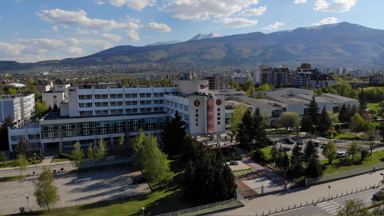 Ректорът на УНСС възстанови на работа доц. Мартин Осиковски