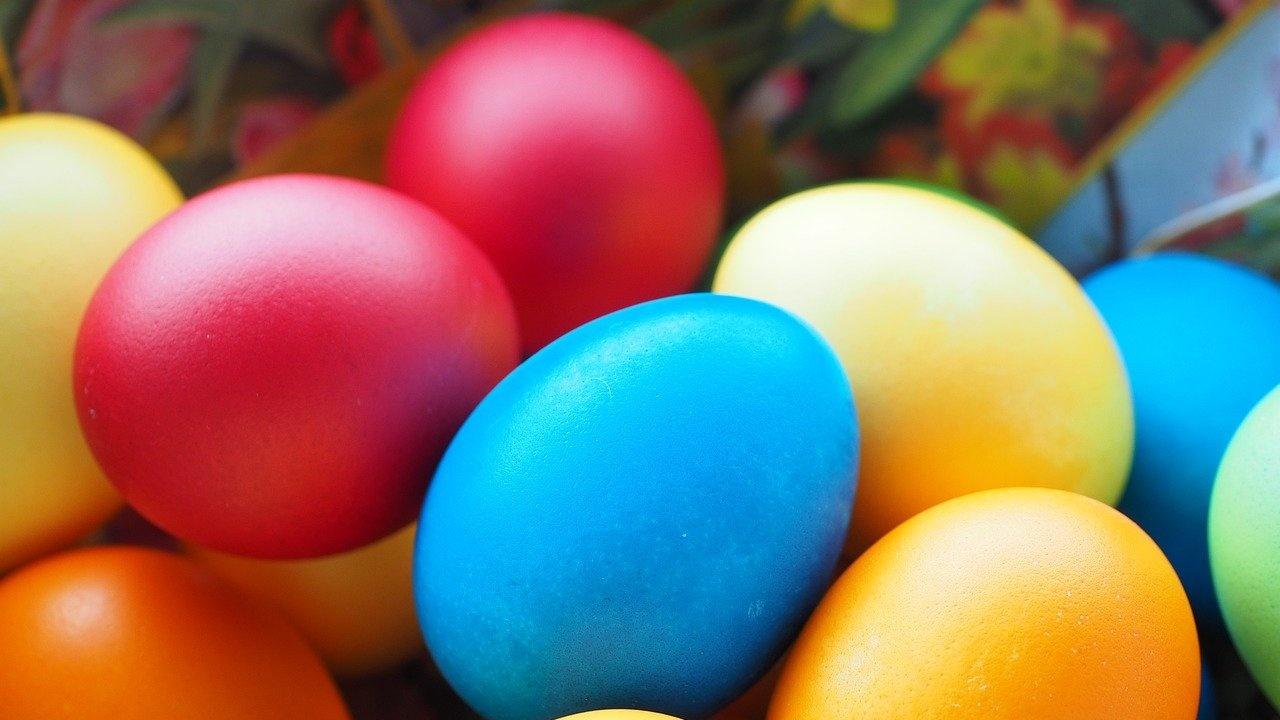 В Бачковския манастир боядисаха 2021 яйца, които на Великден ще раздадат на богомолците