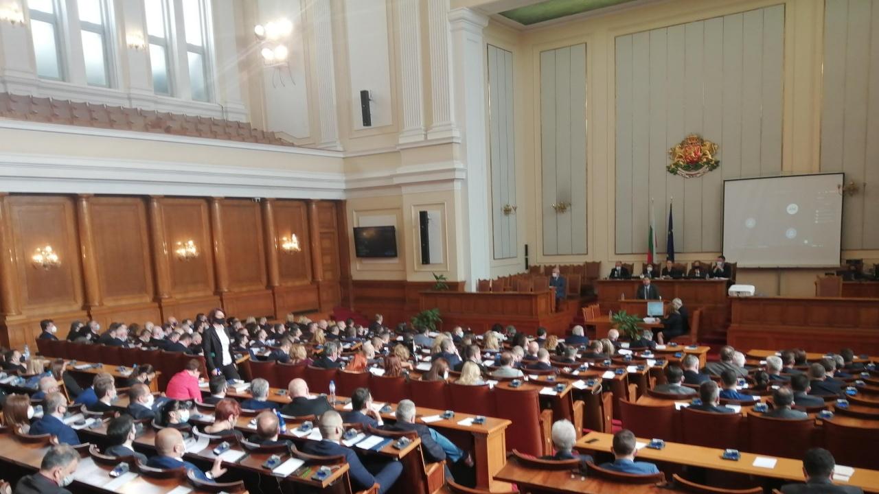 """Разпален дебат за машинното гласуване - подвиквания, смях и """"мяукане"""""""