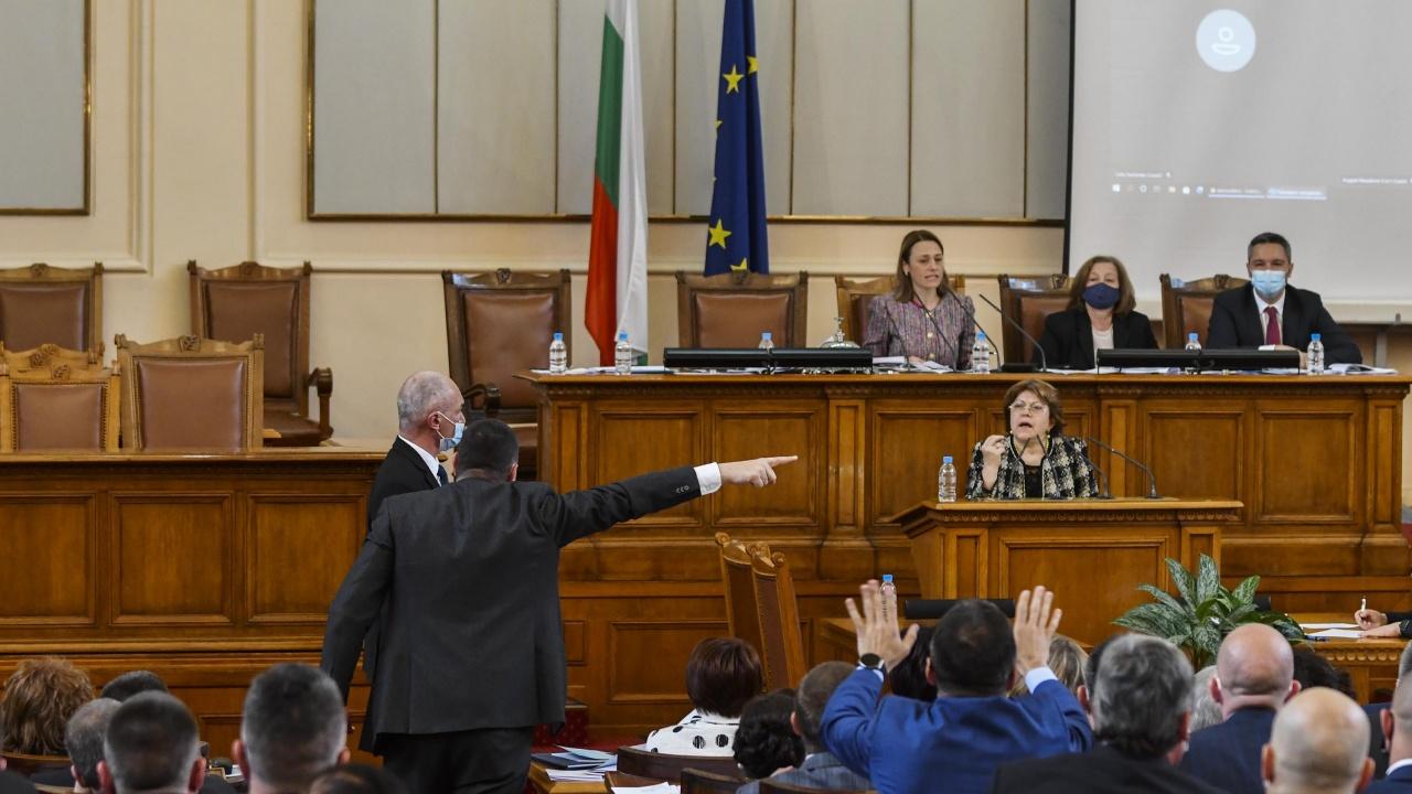 Депутатите отмениха пропорционалните избори, след близо 14-часов парламентарен маратон