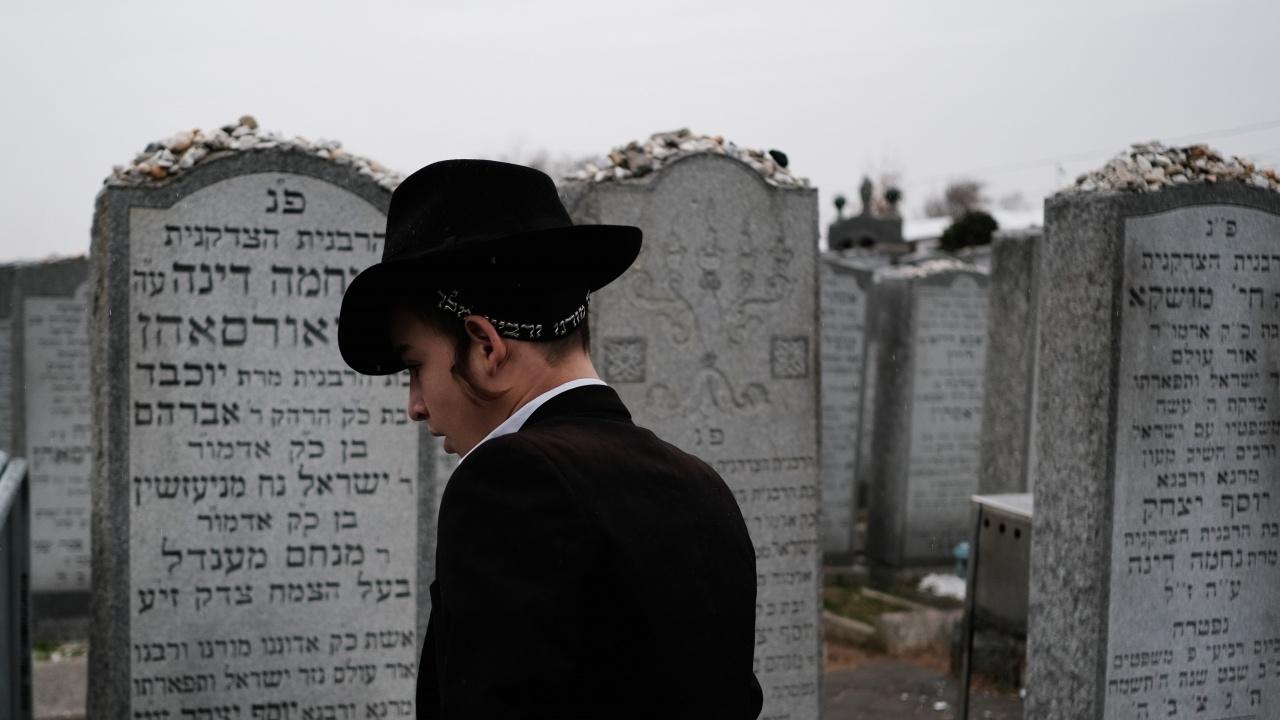 Израел започна да погребва жертвите на трагедията в планината Мерон