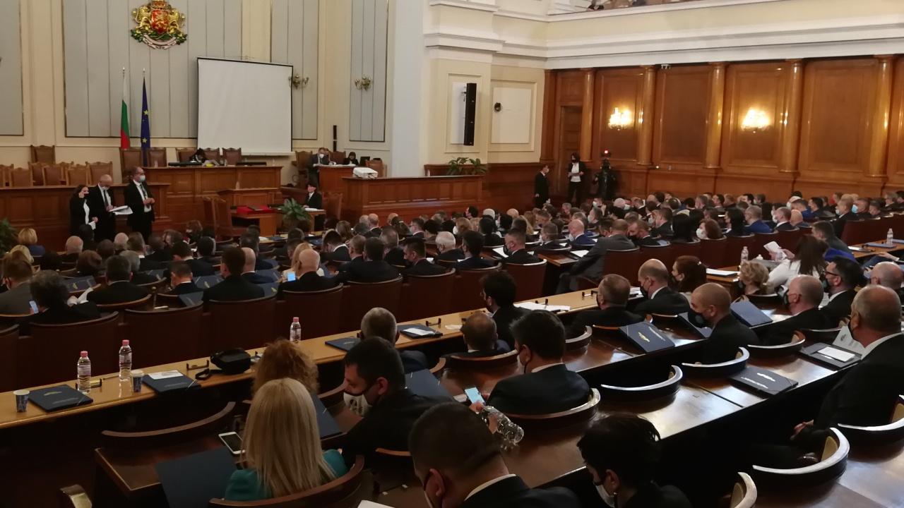 Кога се очаква Румен Радев да разпусне парламента?
