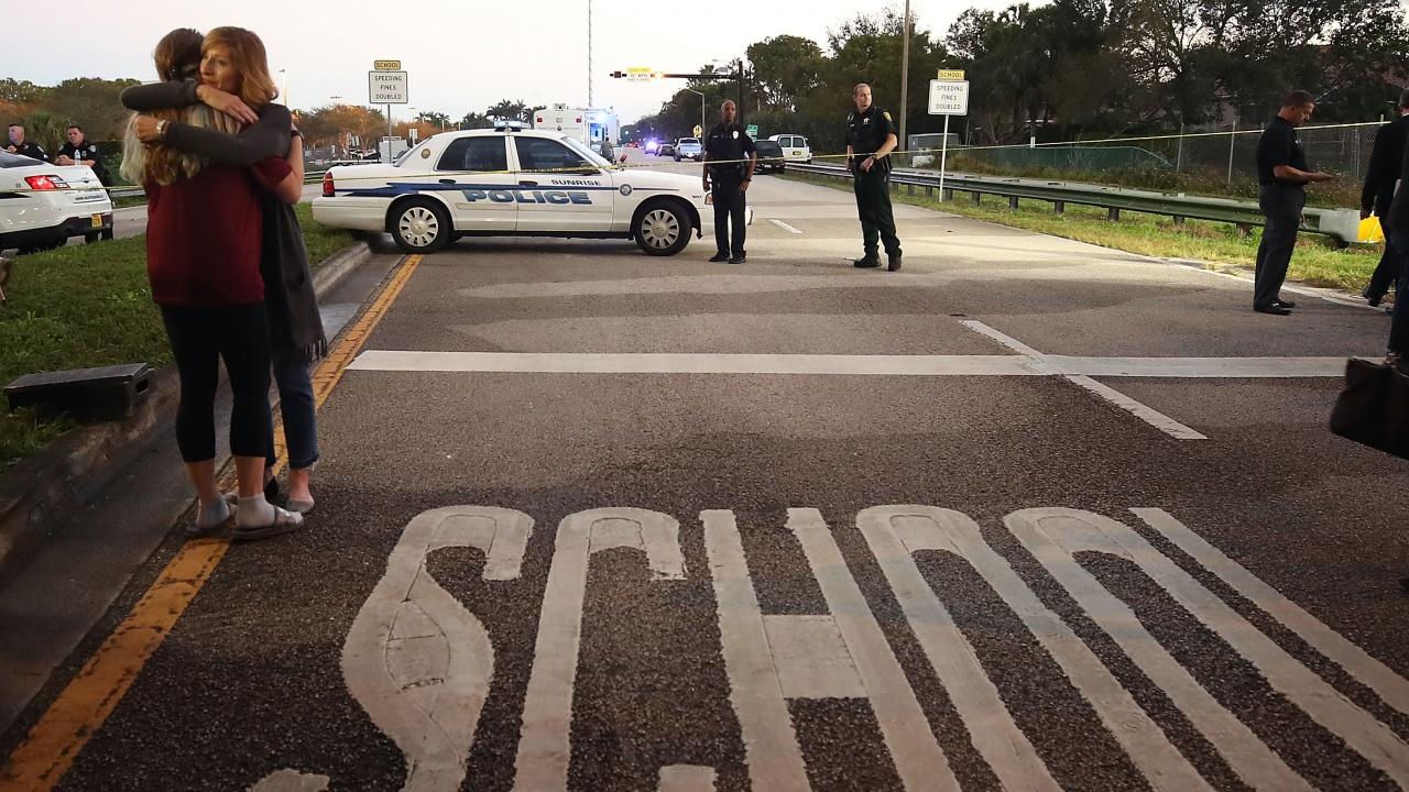 Шестокласничка извади оръжие от раницата си и откри огън в САЩ, има ранени