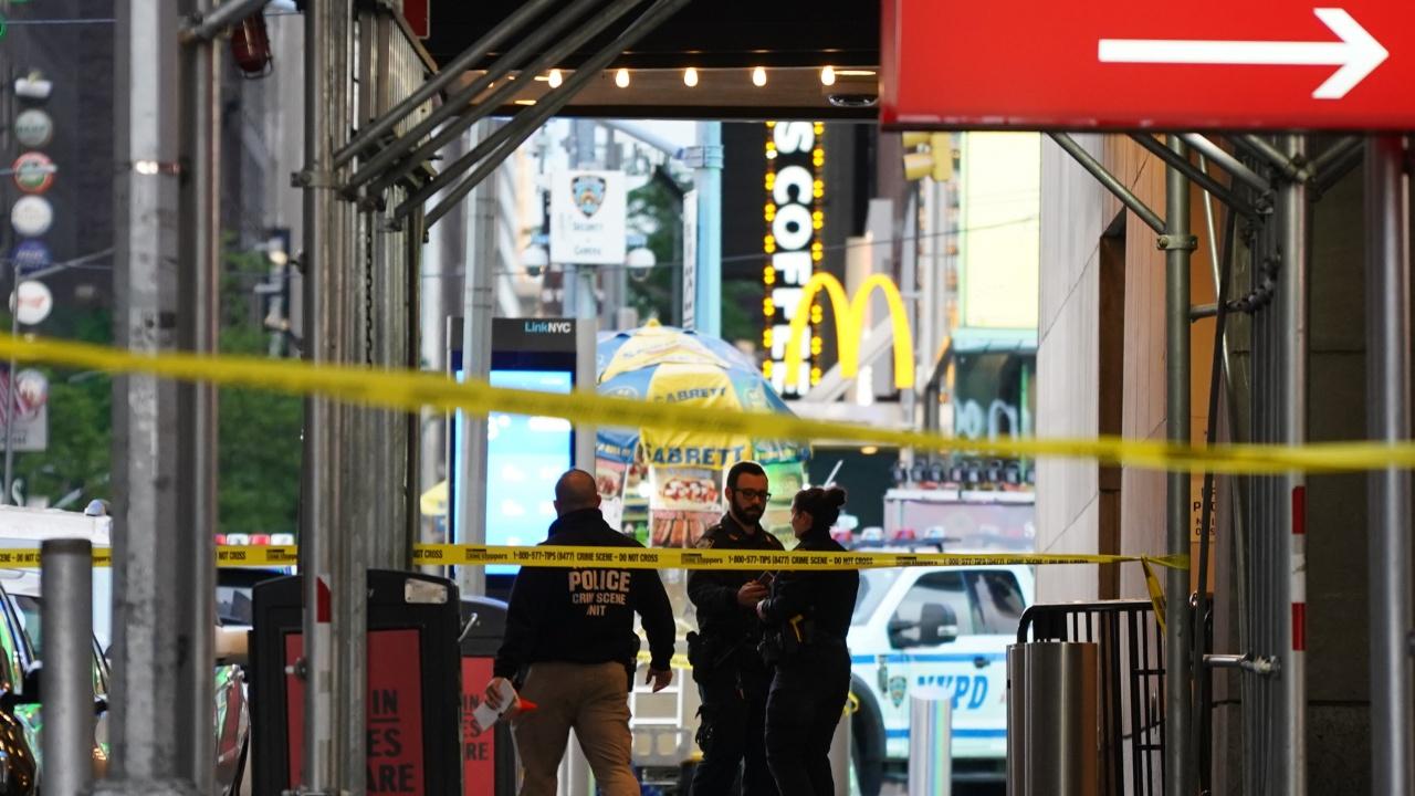 """Две жени и дете са ранени при стрелба на """"Таймс скуеър"""" в Ню Йорк"""