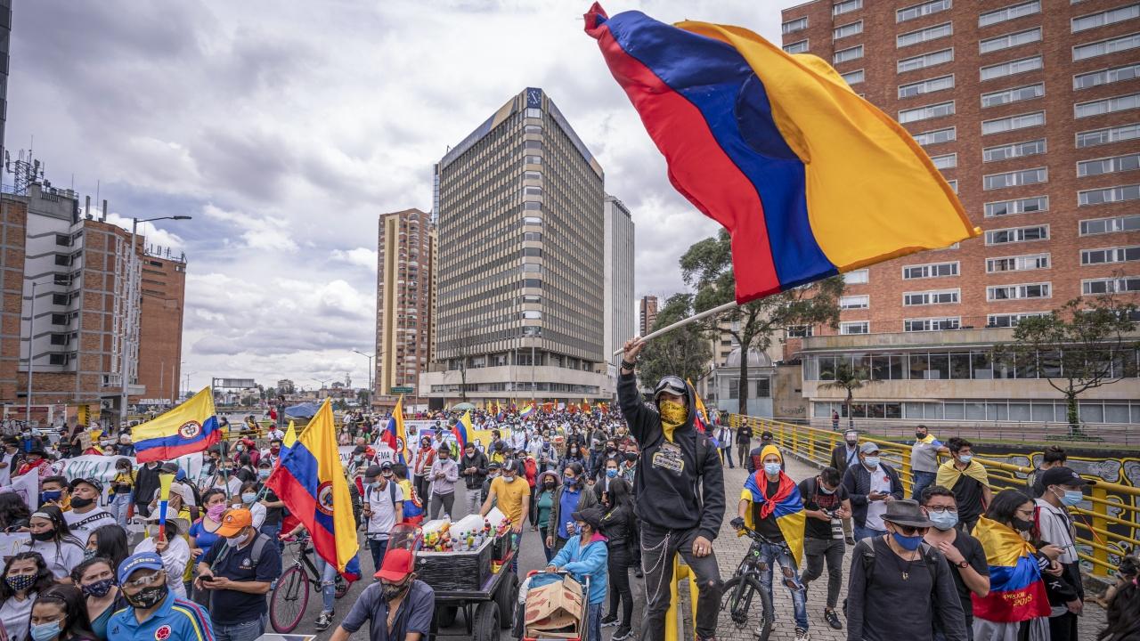 Защо хората в Колумбия протестират?