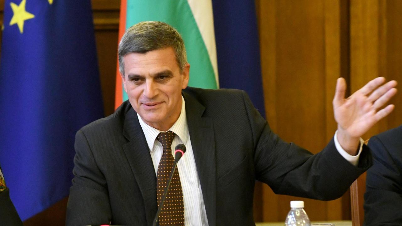 Радев ще има стремеж служебното правителство да е с високо обществено доверие, смята Борислав Цеков