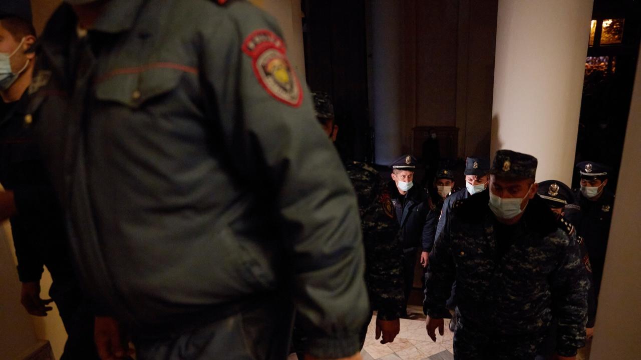 Появи се видео от разпита на 19-годишния стрелец от Казан